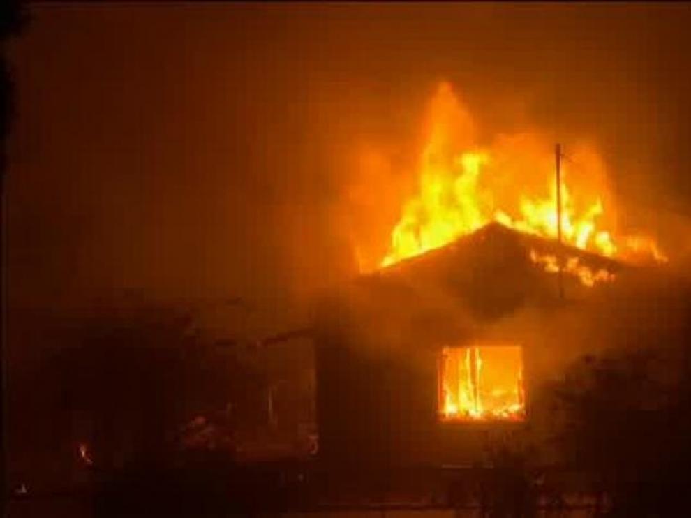 Al menos 50 personas han muerto por los incendios en Grecia.