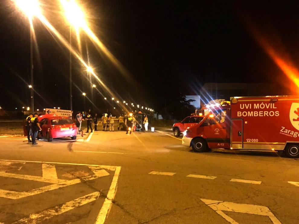 Anoche una furgoneta volcó (quedando una persona atrapada en el interior) al colisionar con un turismo en la calle A/E del Polígono Malpica.