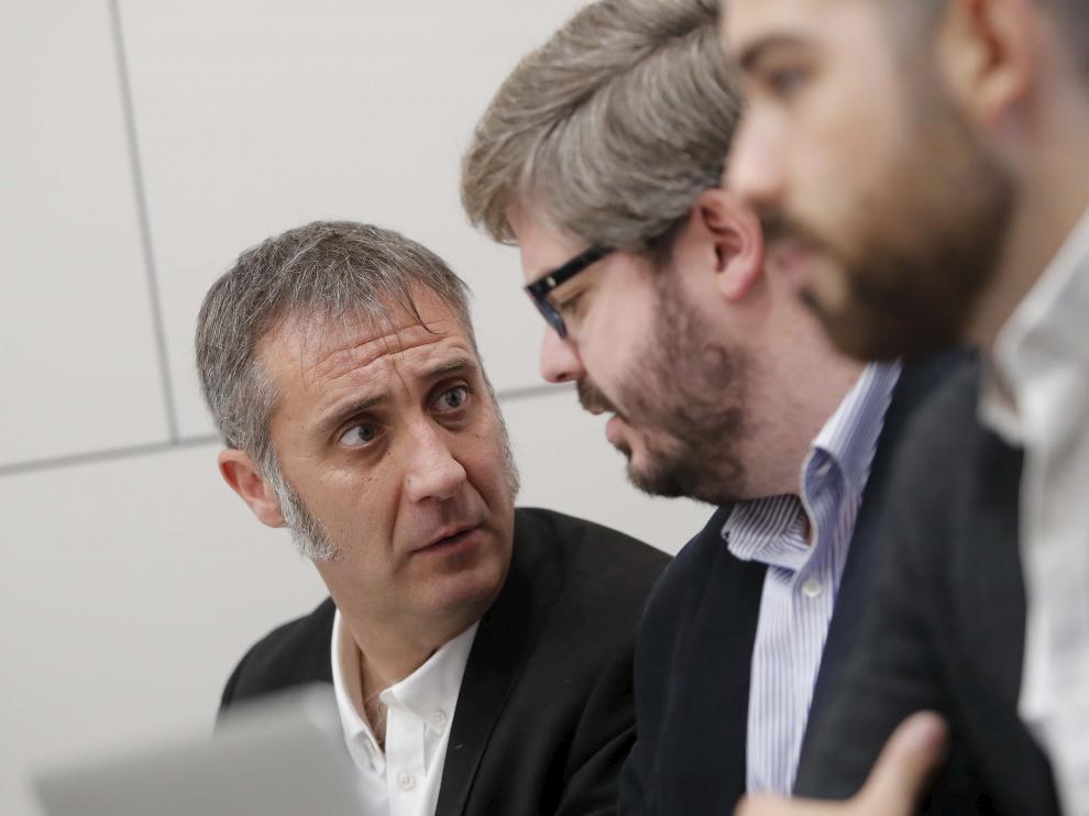El secretario de Organización de C's-Aragón, Ramiro, junto a su homólogo nacional, Fran Hervías, y su adjunto, Oriol Burgés, en una reunión en Zaragoza.