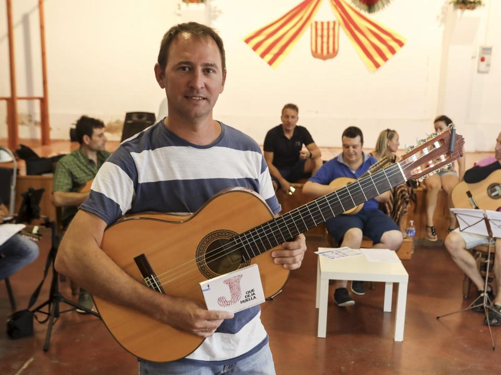 Roberto Ciria, durante el ensayo de este martes para preparar la presentación de su disco 'Jota que deja huella' el próximo domingo.