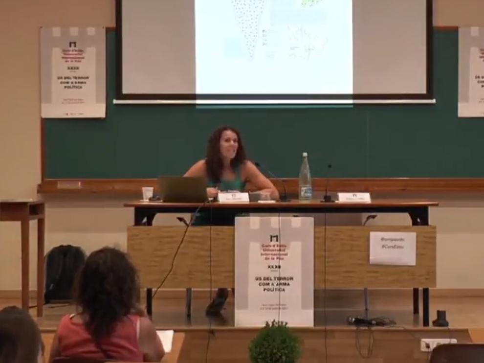 La activista Ana Sánchez Mera, durante una conferencia.
