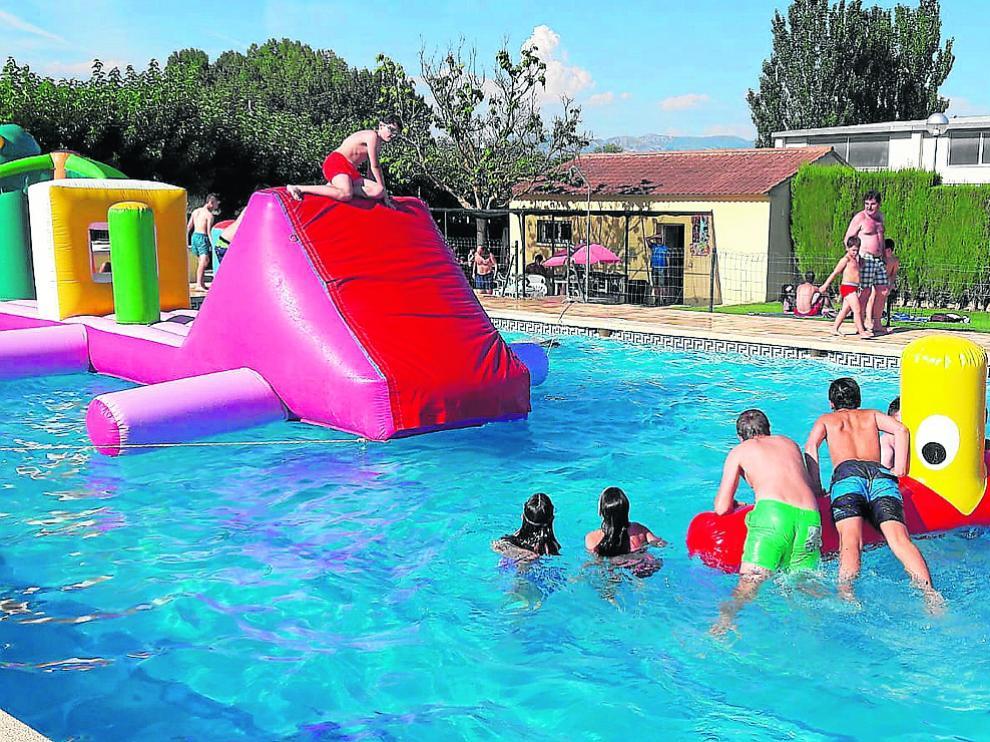 La fiesta acuática infantil en las piscina de Alerre fue todo un éxito.