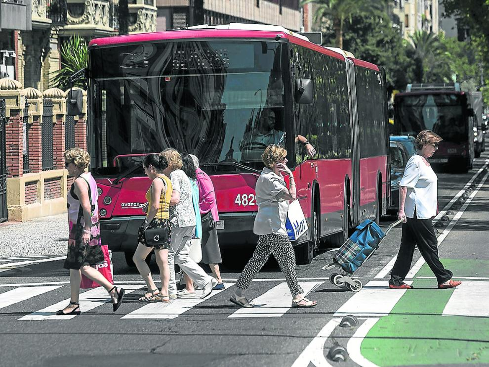 El ruido del tráfico y el que se genera en zonas de marcha centran las principales quejas de los hogares aragoneses