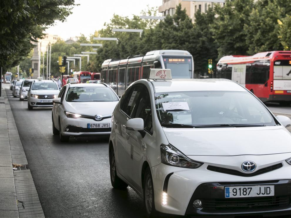 Taxistas en el centro de Zaragoza.