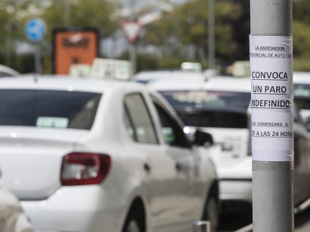 La huelga podría desconvocarse tras la reunión de los colectivos de taxistas con el Ministerio de Fomento.