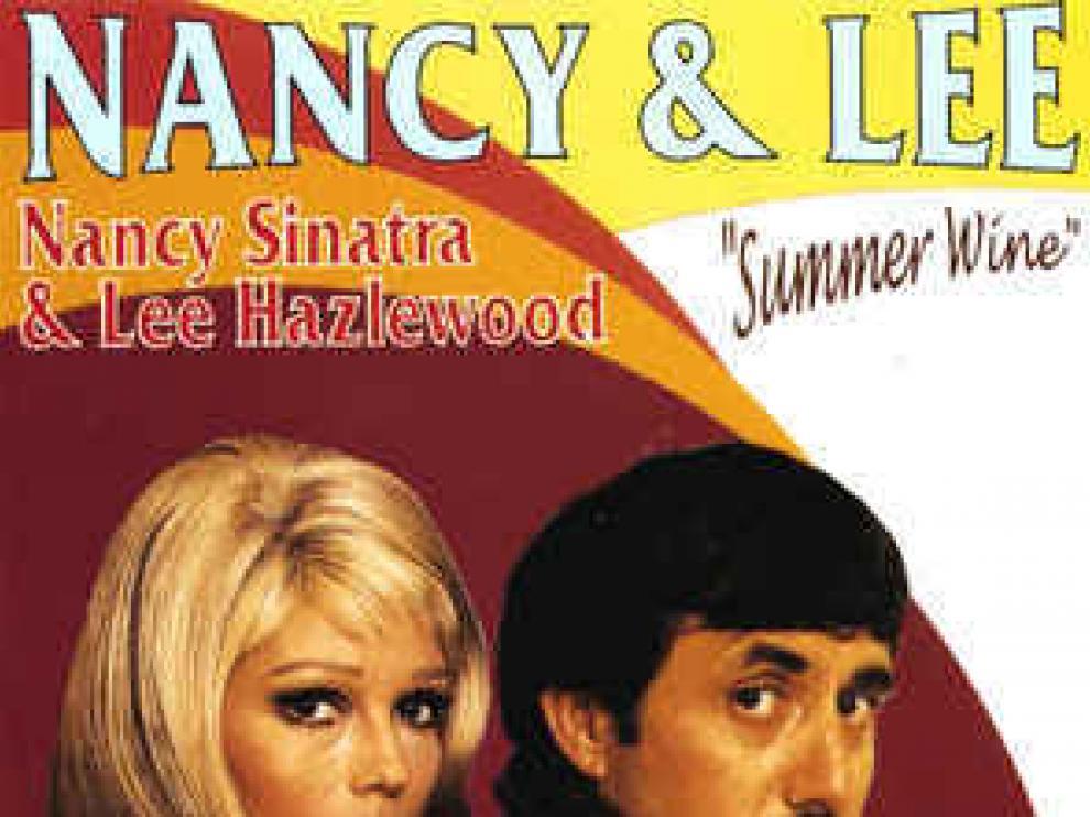 Nancy Sinatra & Lee Hazlewood cantan 'Summer wine'.