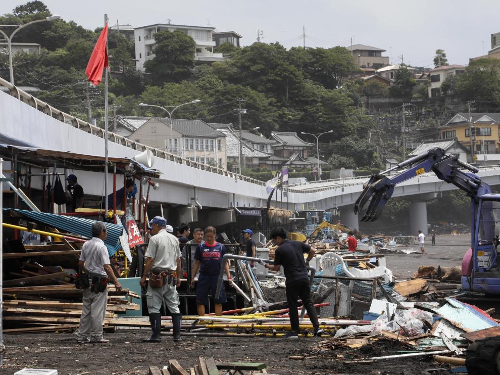 Las grandes olas han generado destrozos en varios puntos del país.