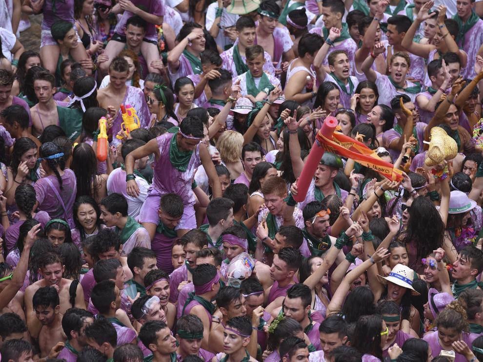El chupinazo es el acto más multitudinario de las fiestas