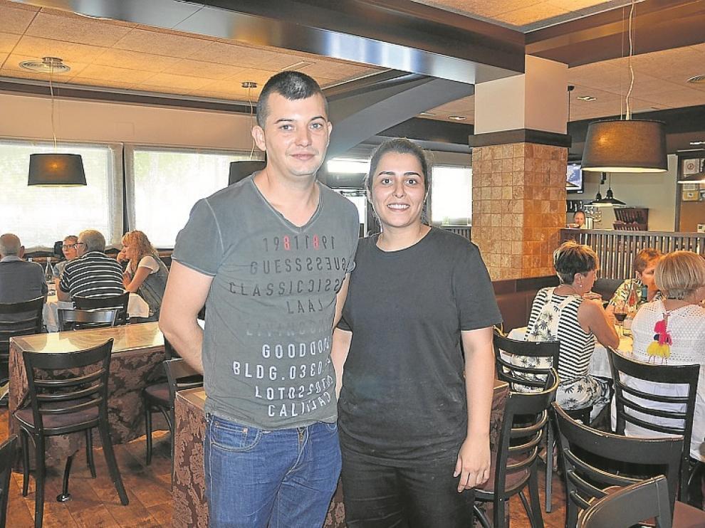 Óscar García y Ana Sancho, en el restaurante.