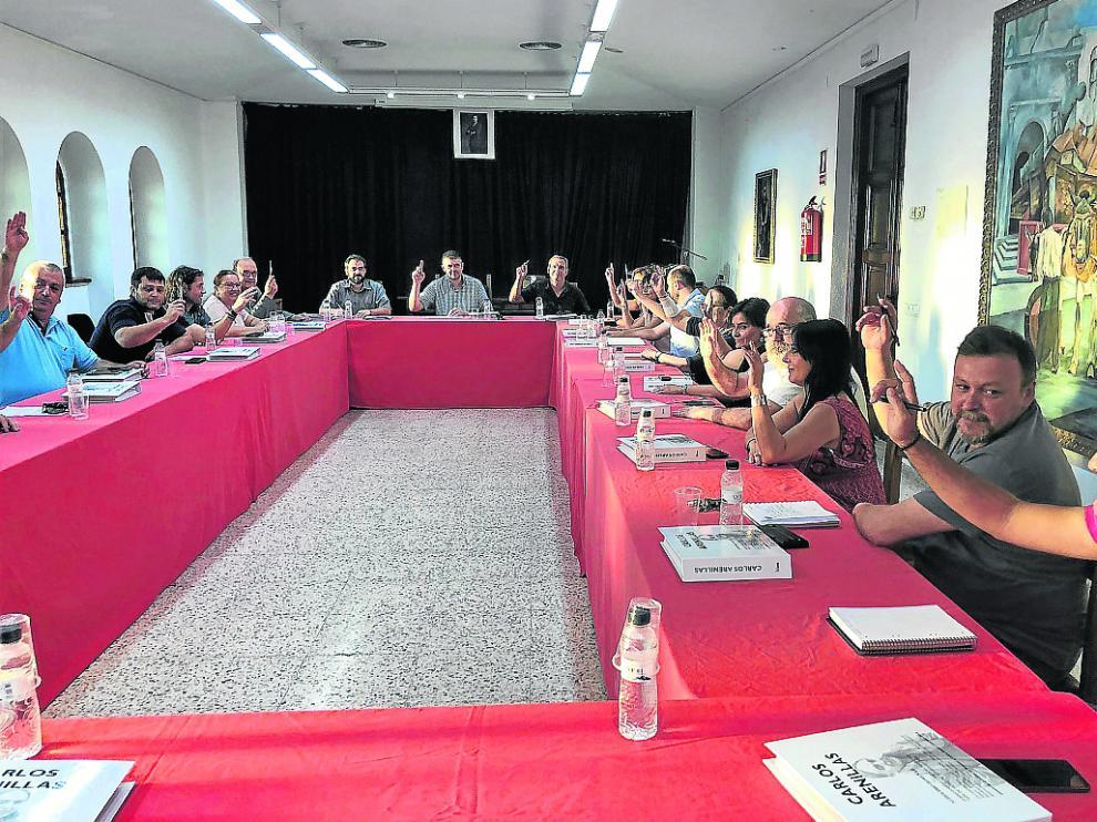 Los consejeros de la Comarca del Cinca Medio durante la votación de la moción de condena.