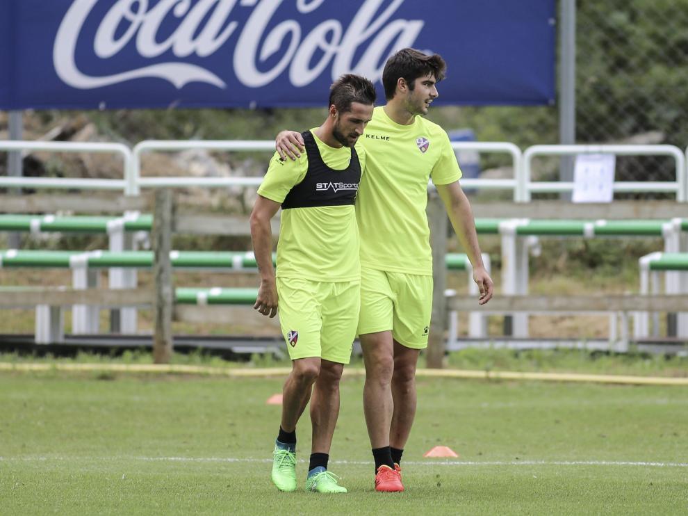 Jorge Miramón (izquierda) junto a Gonzalo Melero en un entrenamiento durante la concentración de Benasque.