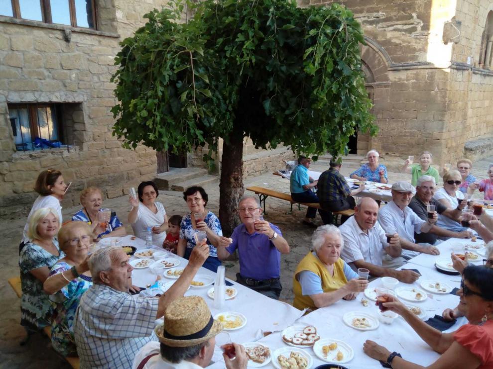 Cena popular a base de migas y longaniza