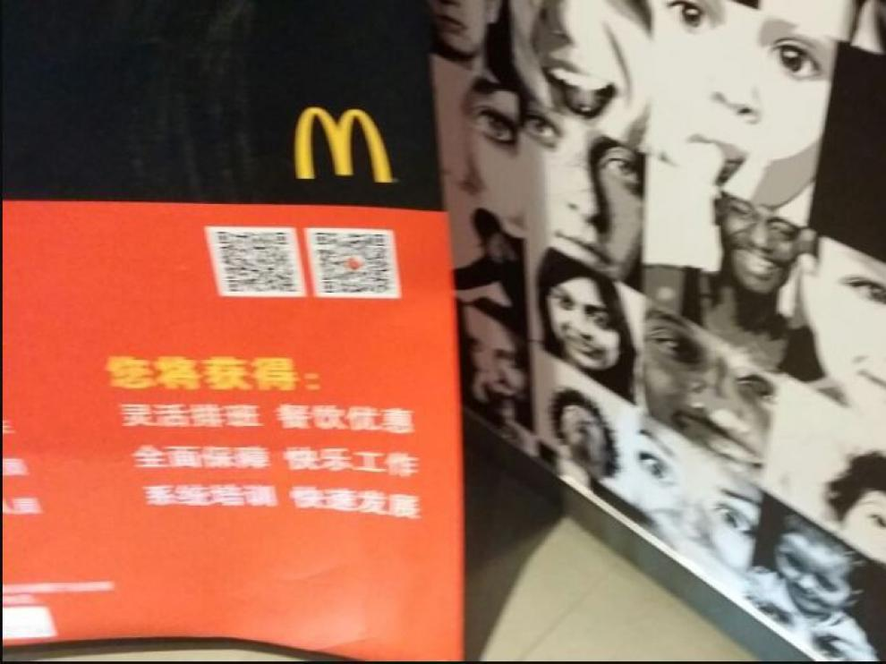 El rostro de la joven anunciando las hamburguesas del McDonald´s en China.