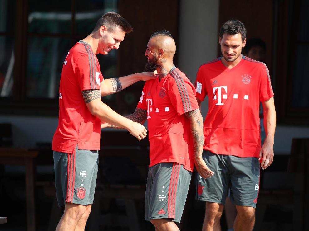 En el centro, el chileno Arturo Vidal durante un entrenamiento con el Bayern de Múnich.