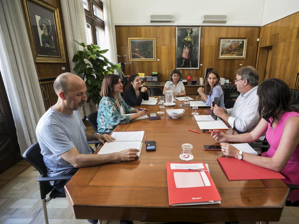 La junta de portavoces se reunió ayer ante la polémica cesión del parque infantil del Pilar.