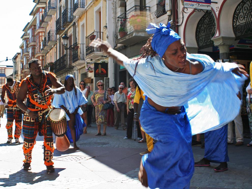 Espectáculos de los cinco continentes toman las calles de Jaca.