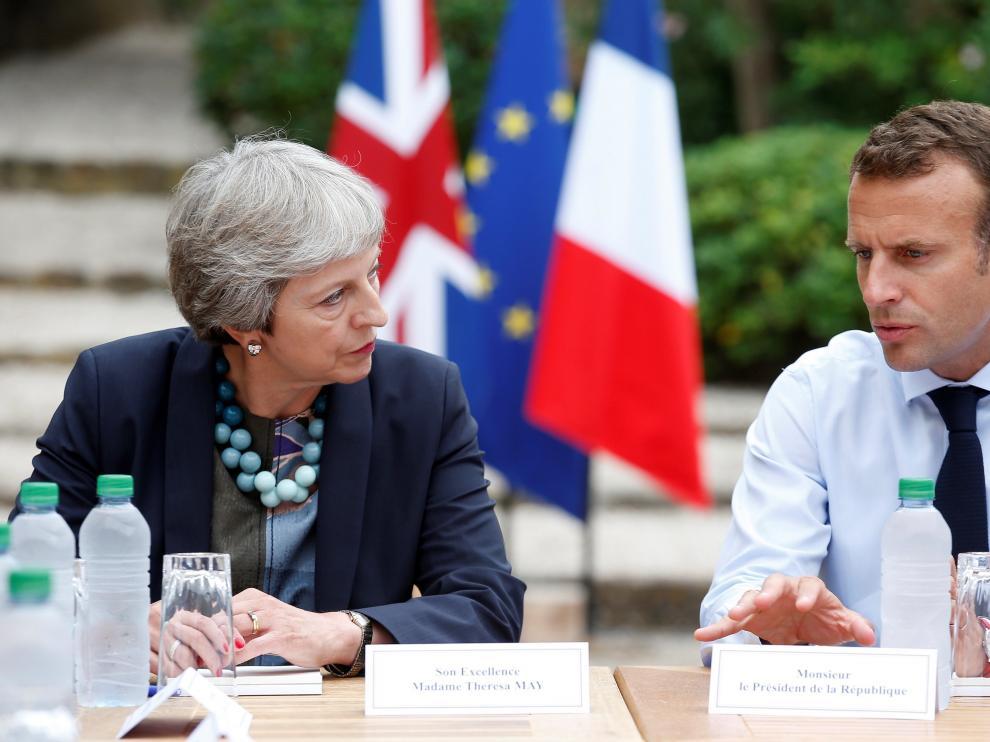 Theresa May y Emmanuel Macron, durante la reunión que ambos han mantenido este viernes.