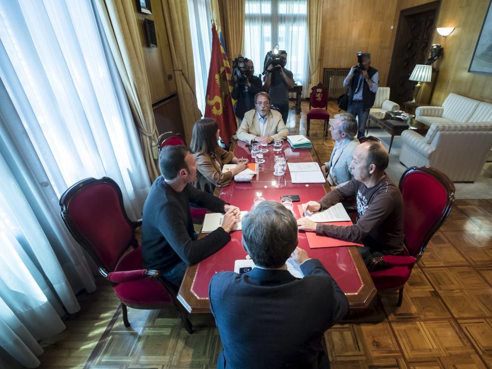 Imagen de la última junta de portavoces presidida por el alcalde, Pedro Santisteve.
