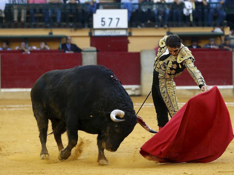 Padilla, toreando al natural en Zaragoza.