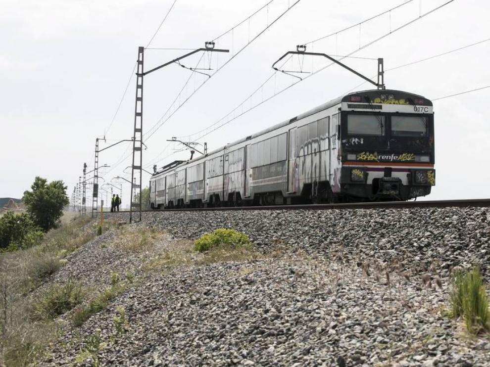 Imagen de archivo de un tren de media distancia a su paso por La Joyosa.