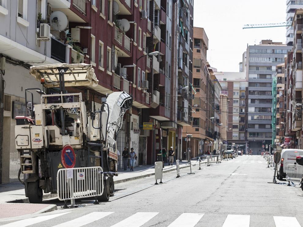 La calle Escosura, preparada para renovar el maltrecho asfalto