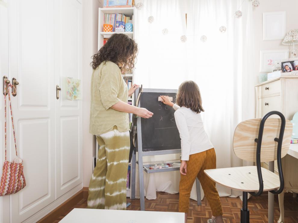 Aprender a ordenar su habitación es una tarea fundamental que los niños pueden hacer desde pequeños.
