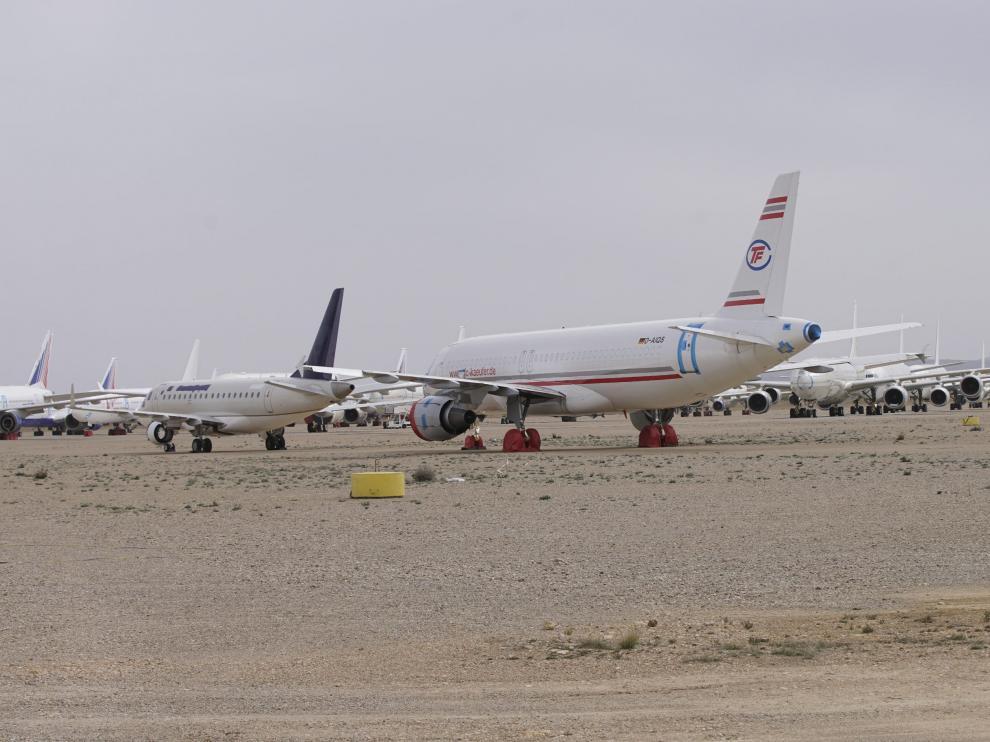 Aviones estacionados en la campa del aeropuerto de Teruel.