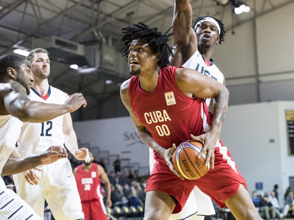 Javier Justiz, nuevo jugador del Tecnyconta, en un partido con la selección cubana.