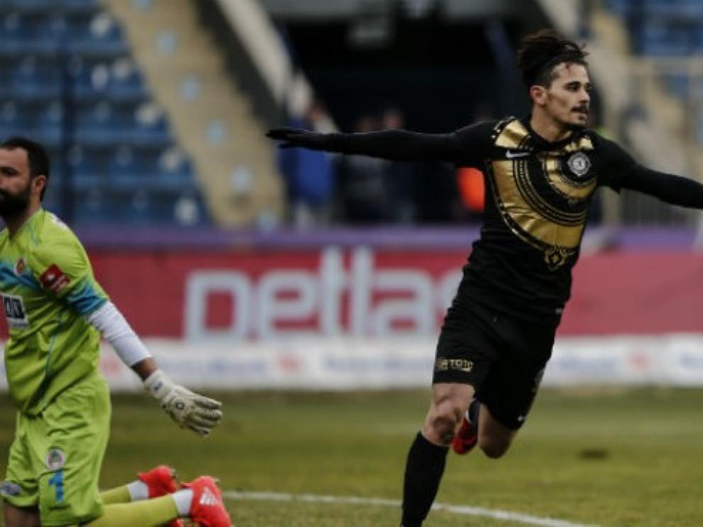 Gürler celebrando un gol durante un partido con el Osmanlispor.
