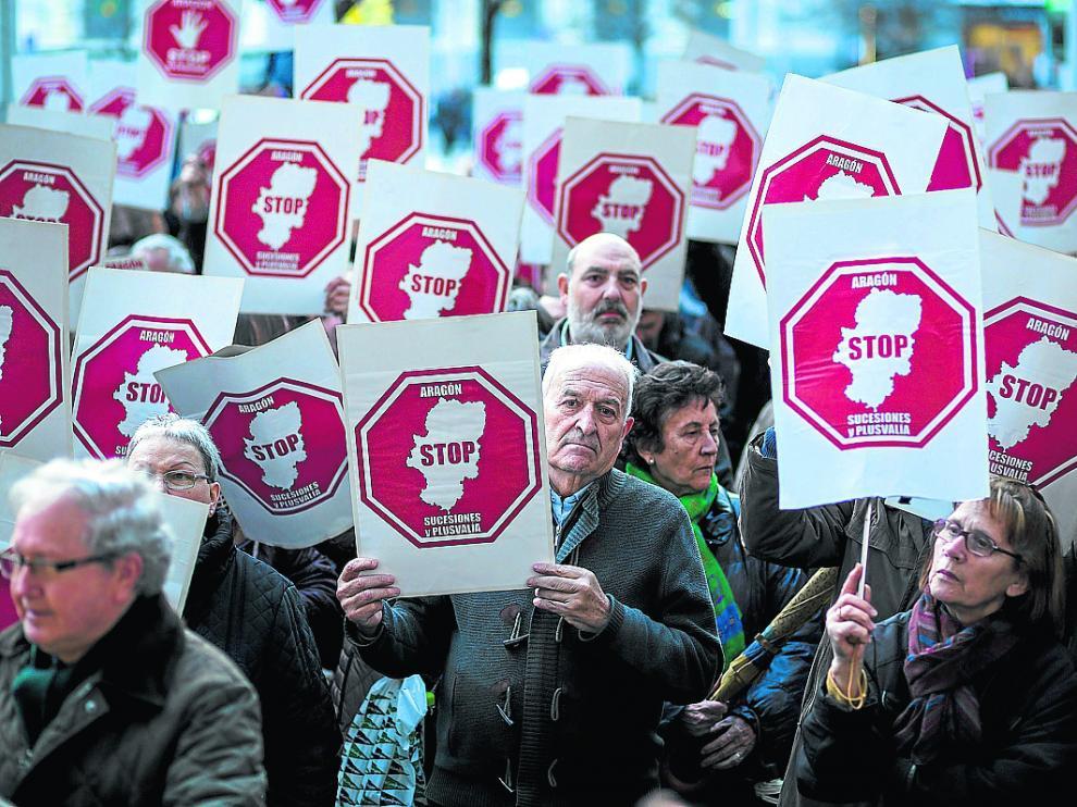 Imagen de una protesta celebrada en Zaragoza en marzo contra la plusvalía municipal.