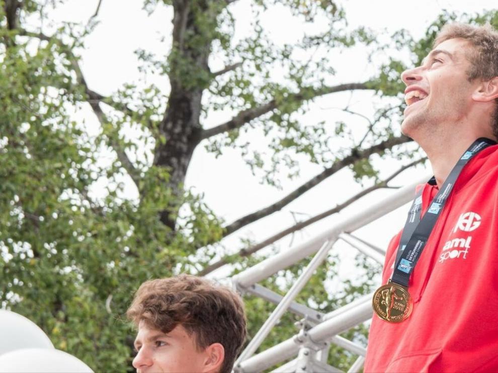 Daniel Osanz, en el podio del Mundial de Italia con la medalla de oro.