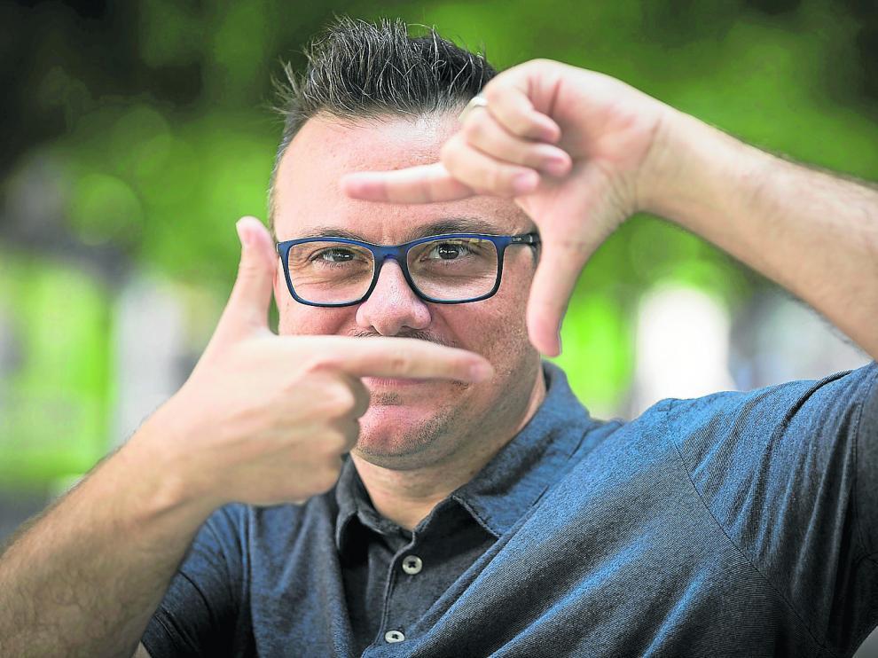 El director de cine Ignacio Estaregui, que el sábado preestrena 'Miau', ayer, en Zaragoza.