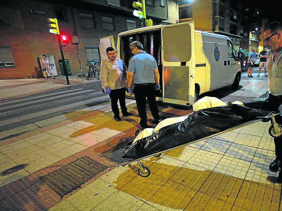 La Sangre de Cristo acudió anoche a Las Fuentes para llevarse el cuerpo de uno de los fallecidos.