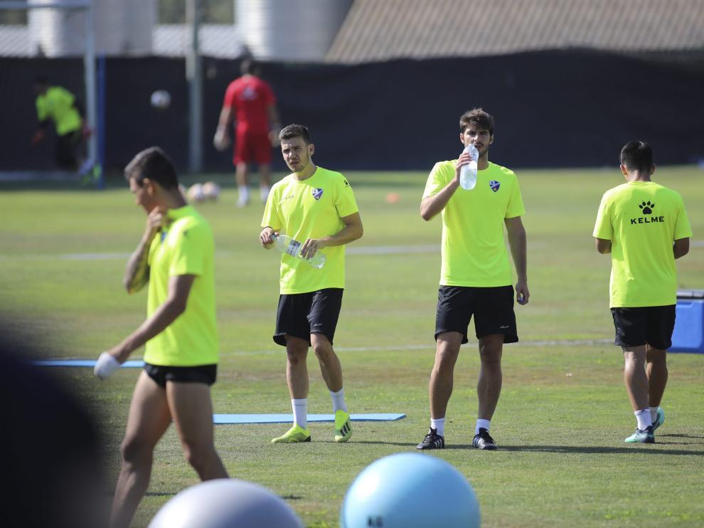 Imagen de un entrenamiento de la SD Huesca el pasado lunes.