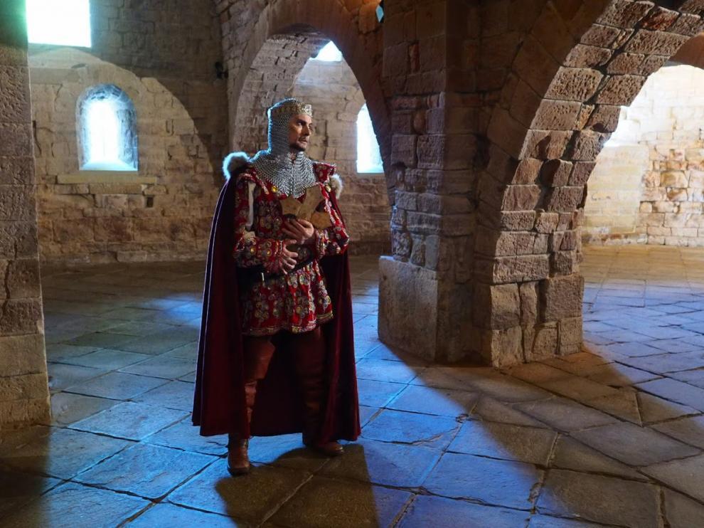 El legendario San Voto recorre las estancias del monasterio Viejo de San Juan de Plan, que él fundó según dice la tradición.
