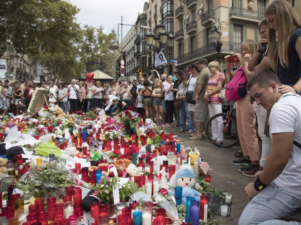 Homenaje a las víctimas del atentado tres días después del ataque en Barcelona.