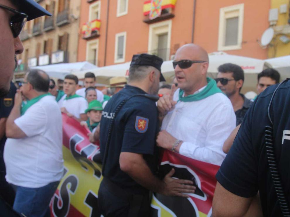 Taurinos y antitaurinos se concentran en Huesca