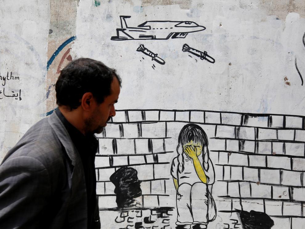 Un mural en Yemen representando los bombardeos en el país