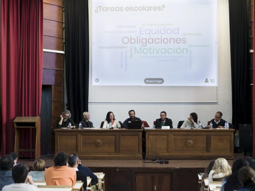 Jornada de debate sobre las tareas escolares celebrada en el IES Corona de Aragón de Zaragoza el pasado diciembre.