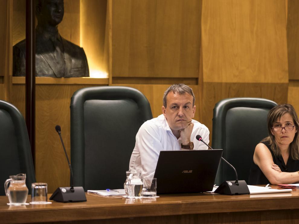 Rivarés y la directora general de Economía, Ana Sanromán, en la última comisión del Área, celebrada el pasado mes de julio.