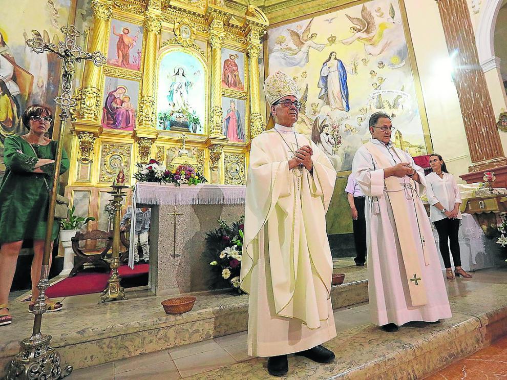 El cardenal Santos Abril, durante la misa que ofició dentro de las fiestas patronales de Alfambra.