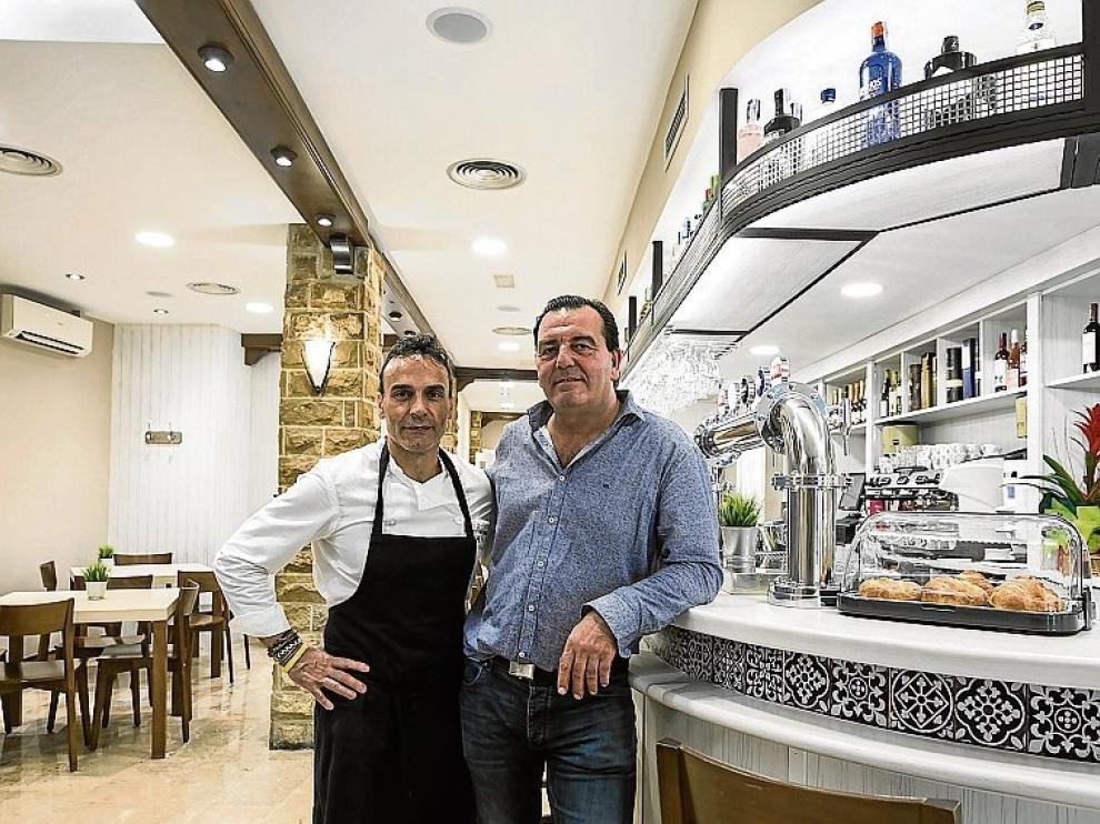 Víctor Marta y Luis Beltrán, en el restaurante.