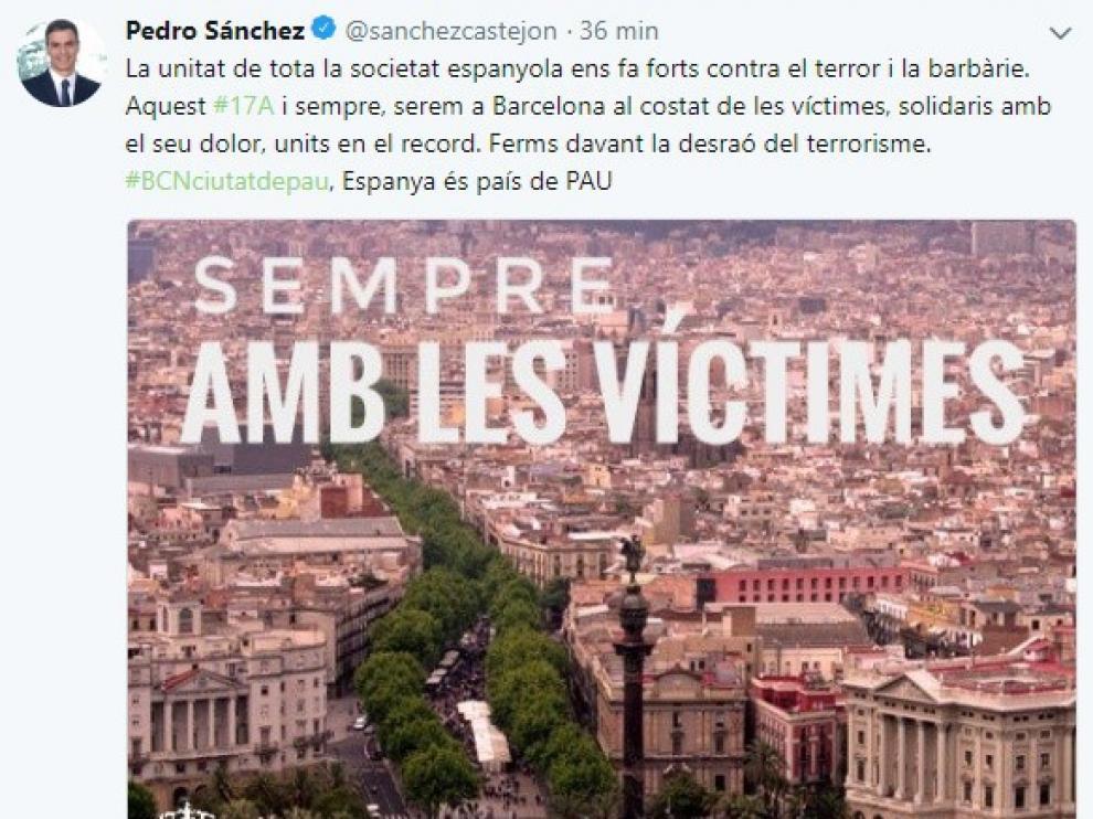 El tuit que ha publicado en castellano y catalán el Presidente del Gobierno, Pedro Sánchez.