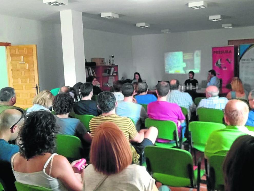 Los vecinos de Jarque de la Val se reunieron en la jornada contra la despoblación.