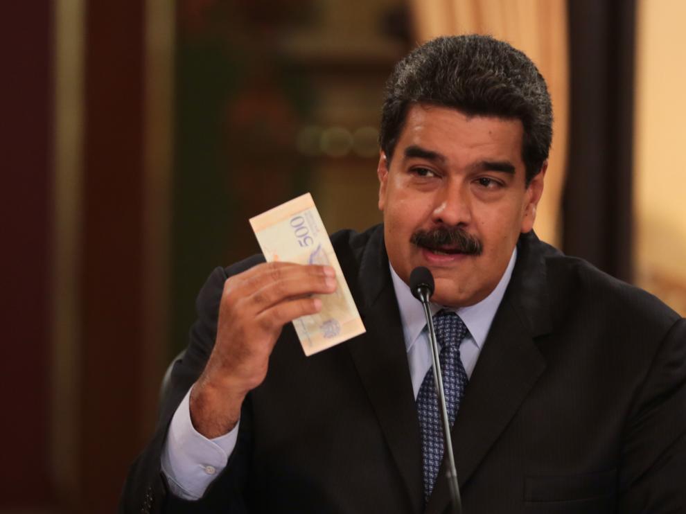 Maduro explica en televisión las nuevas medidas económicas.