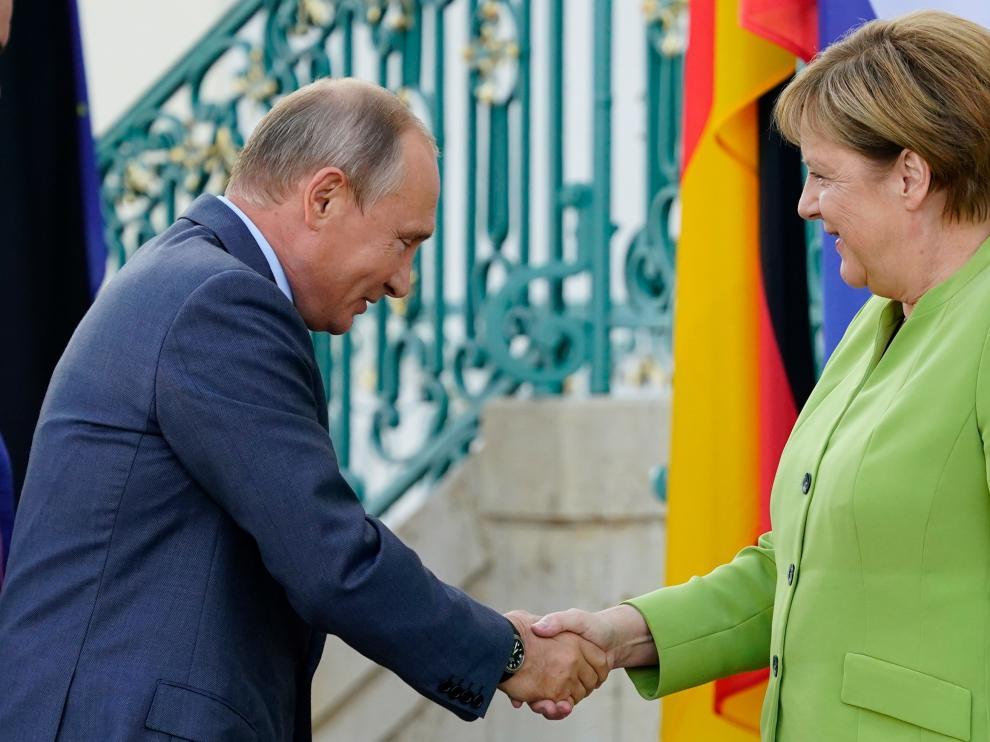 Vladimir Putin y Angela Merkel este sábado en Berlín