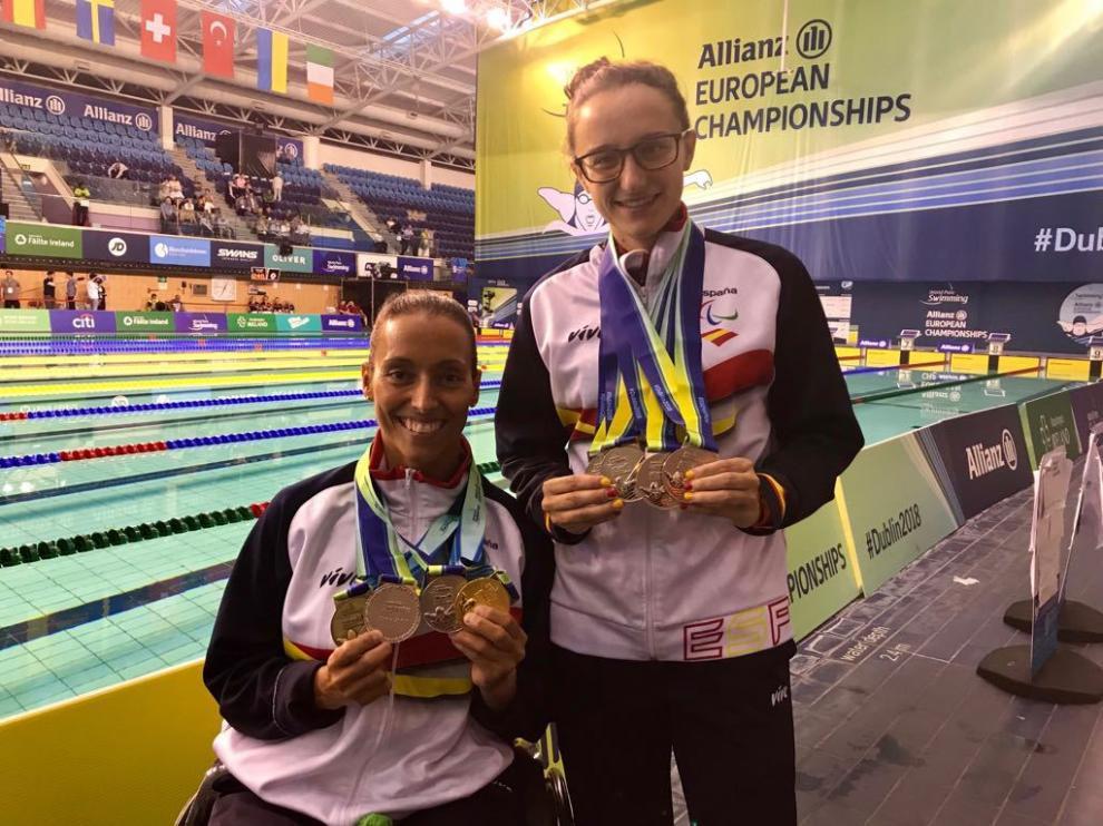 Teresa y María con las medallas conquistadas en la cita continental celebrada en Dublín