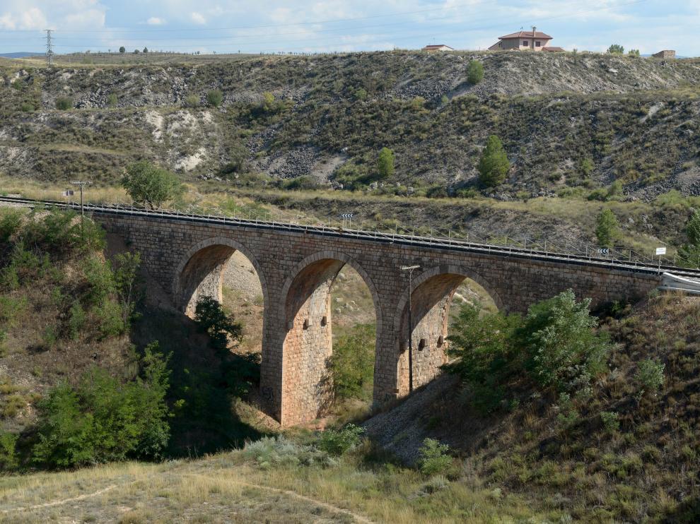 Puente del tren a las afueras de Teruel reparado por Fomento.