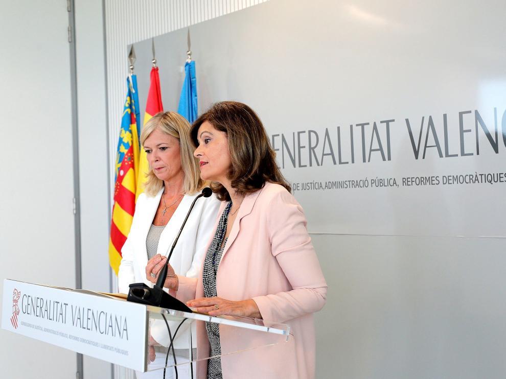 La consejera de Justicia y Administración Pública, Gabriela Bravo (izda) y la secretaria de Estado de Seguridad, Ana Botella (dcha)
