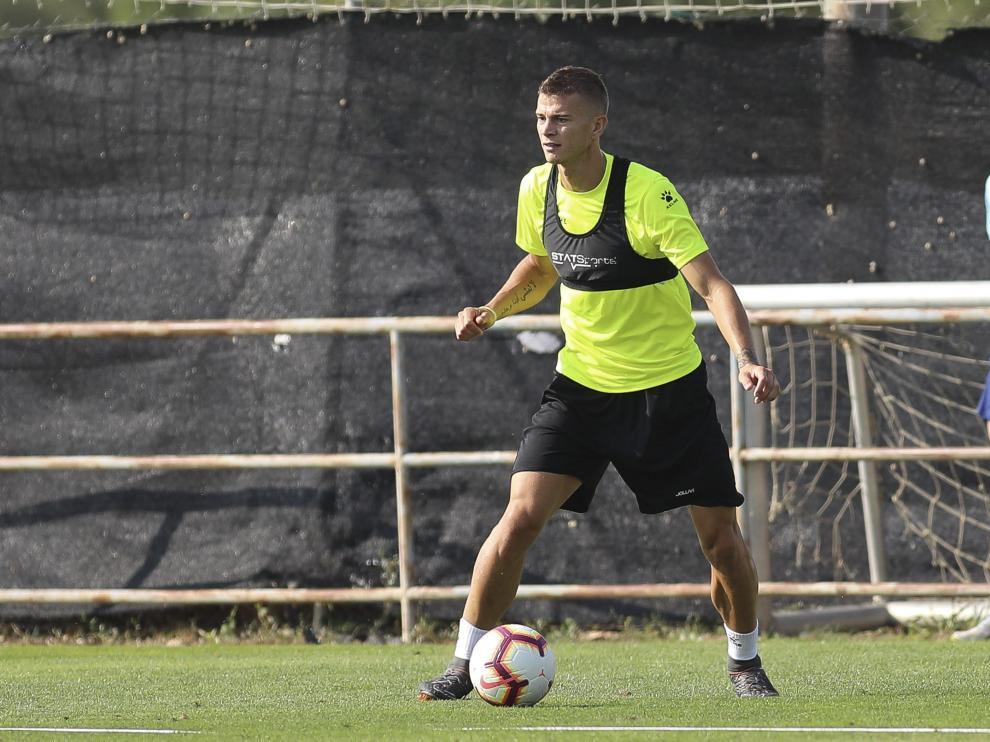 El delantero italiano Samuele Longo durante una sesión de entrenamiento con el Huesca.